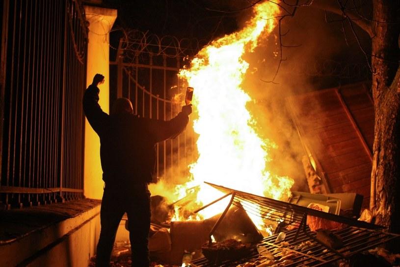 Zamieszki pod ambasadą Rosji w Polsce /Michał Dyjuk /Reporter