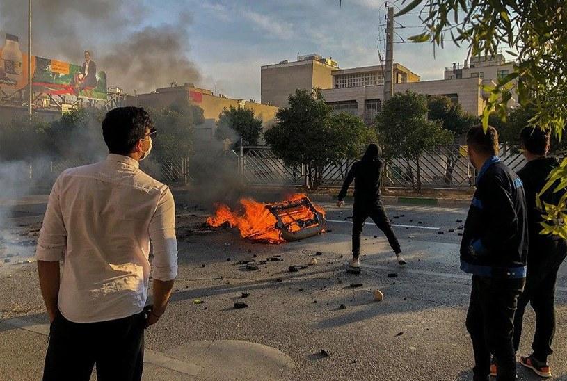 Zamieszki podczas protestów w Iranie /AFP