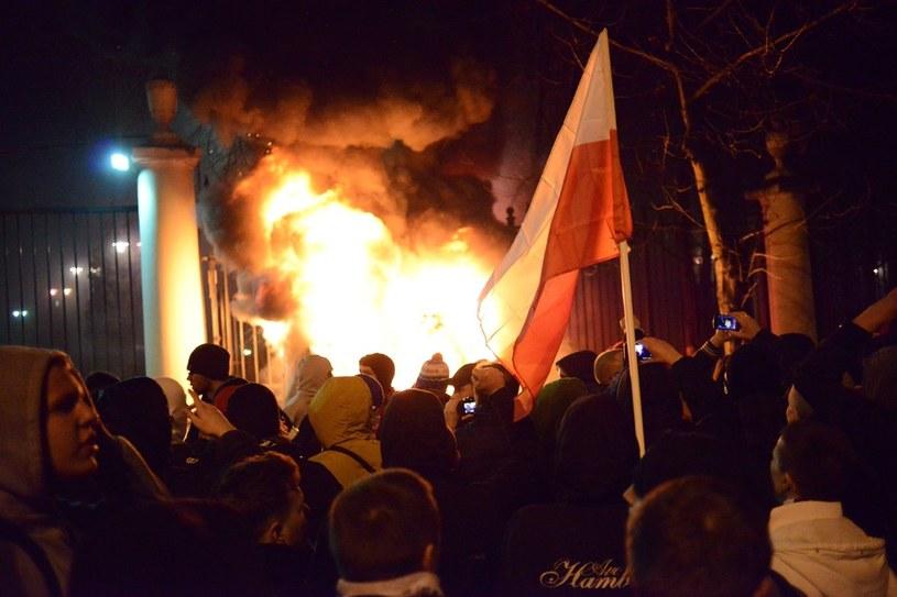 Zamieszki przed ambasadą /Franek Mazur /Reporter