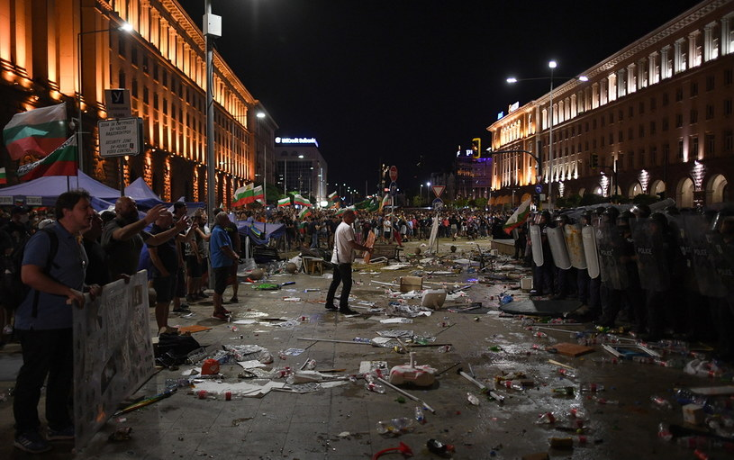 Zamieszki przed bułgarskim parlamentem /BORISLAV TROSHEV /PAP/EPA