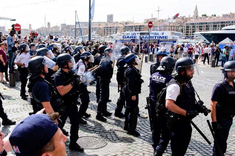 Zamieszki przed meczem /AFP