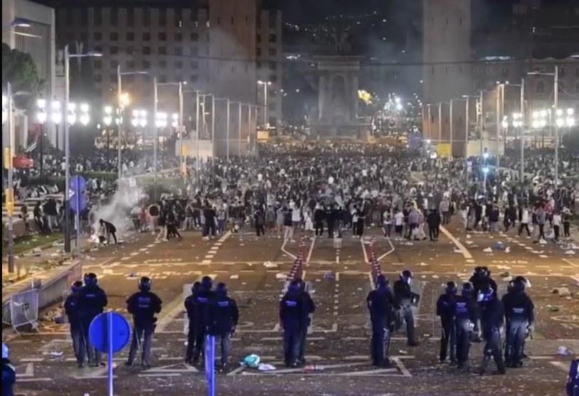 Zamieszki w Barcelonie (Źródło: Twitter/Victor Riverola) /Twitter