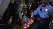 Zamieszki w Ferguson: Postrzelono dwóch policjantów