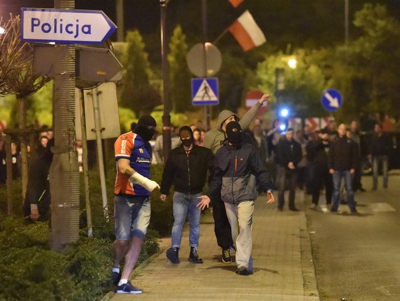 Zamieszki w Knurowie, do których doszło z niedzieli na poniedziałek /Jacek Bednarczy /PAP