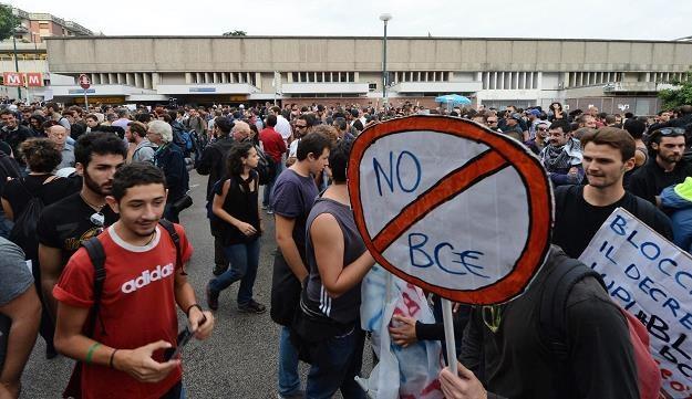 Zamieszki w Neapolu /EPA