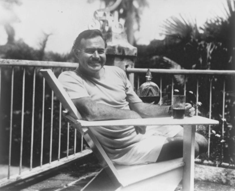 Zamiłowanie do trunków sprawiło, że Świerczewski znalazł wspólny język z... Ernestem Hemingwayem /East News