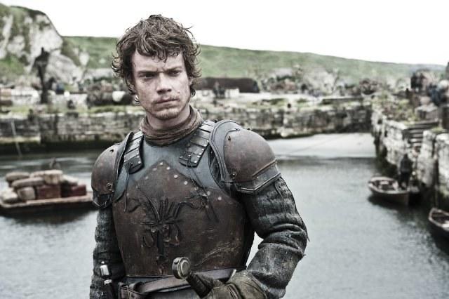 Zamki oraz poszarpane wybrzeże Irlandii Północnej imitują książkową krainę Westeros. /HBO