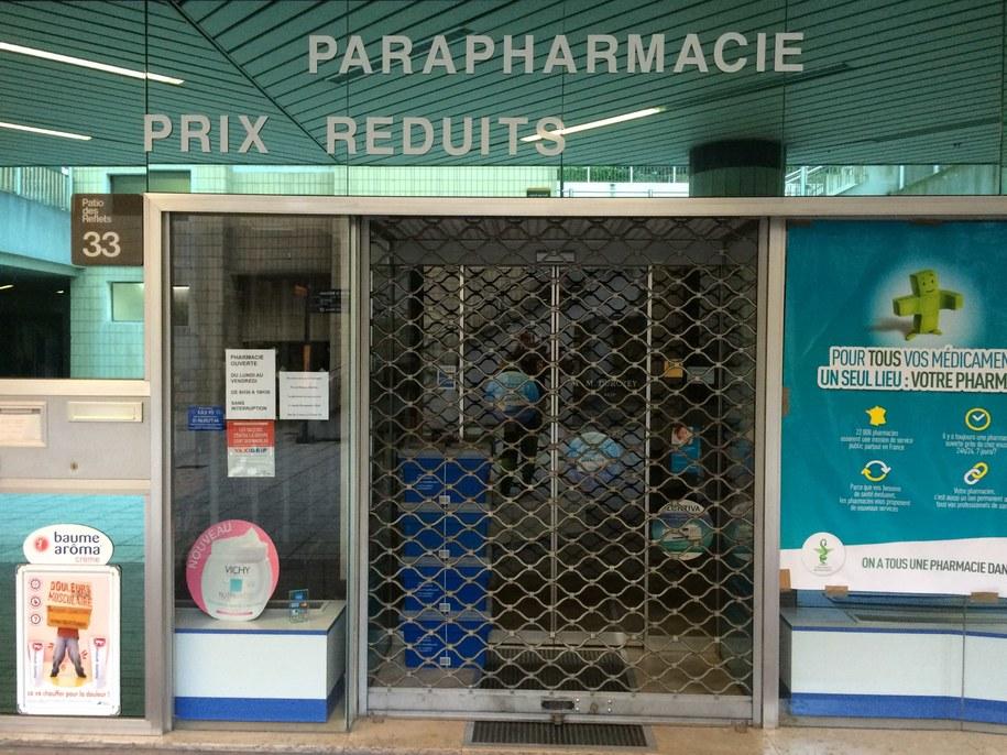 Zamknięta apteka w Paryżu /Marek Gładysz (RMF FM) /RMF FM