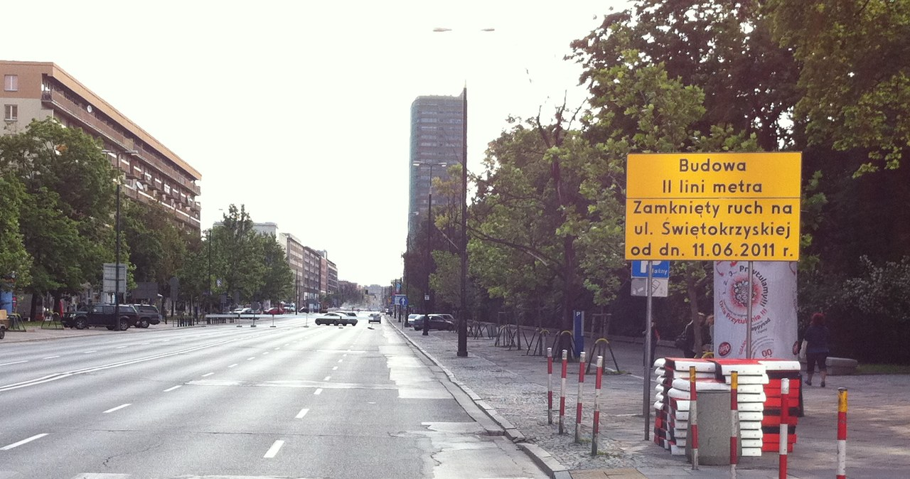 Zamknięta ulica Świętokrzyska w Warszawie