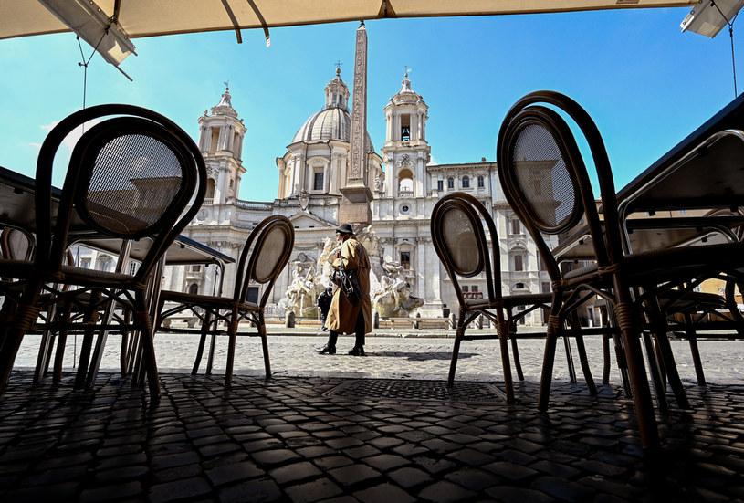 Zamknięte restauracja na Piazza Navona w Rzymie; zdj. ilustracyjne /VINCENZO PINTO /AFP