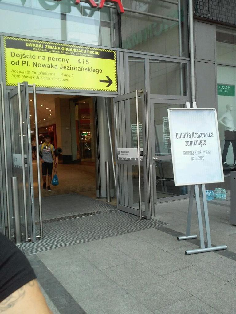 Zamknięte wejście do Galerii Krakowskiej /Edyta Bieńczak /RMF FM