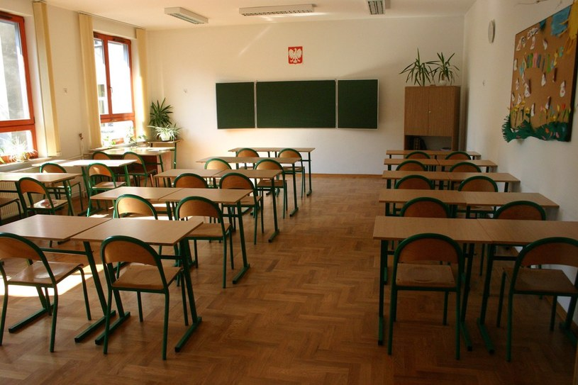 Zamknięto prawie tysiąc szkół z powodu braku uczniów. /Damian Ruciński /Reporter