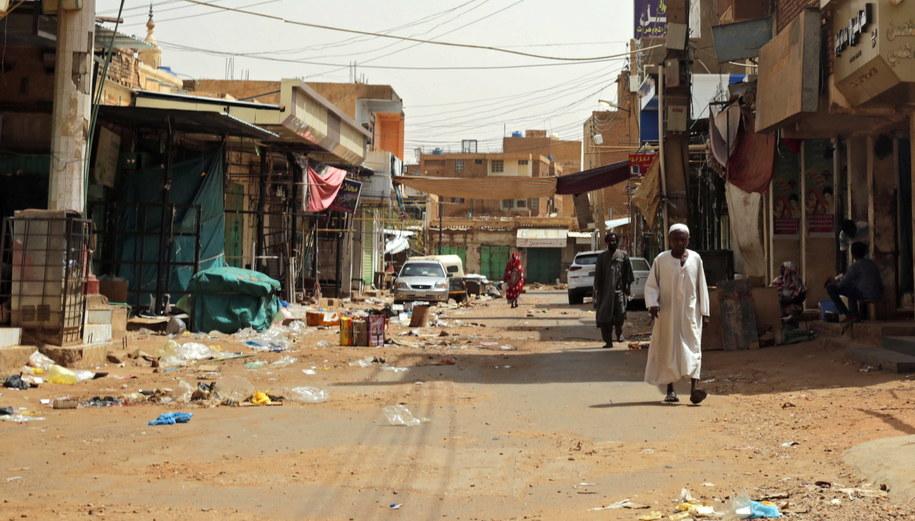 Zamknięty bazar w pobliżu Chartumy /MARWAN ALI    /PAP/EPA