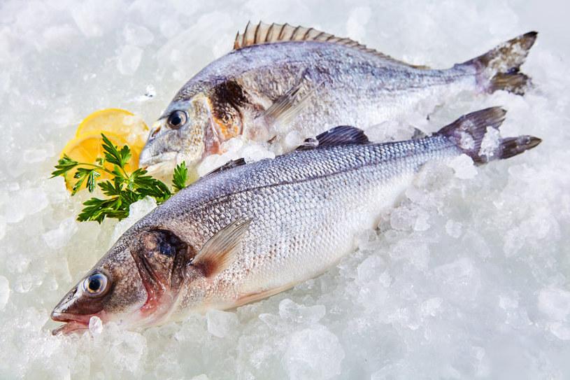 Zamocz rybę w mleku /©123RF/PICSEL