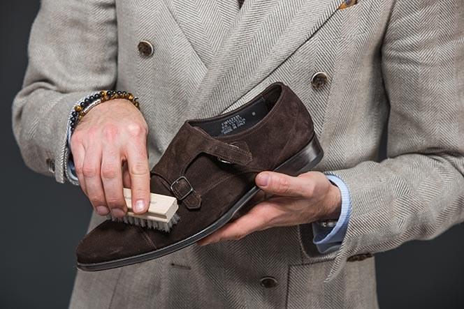 zamszowe buty pielęgnacja /© Photogenica