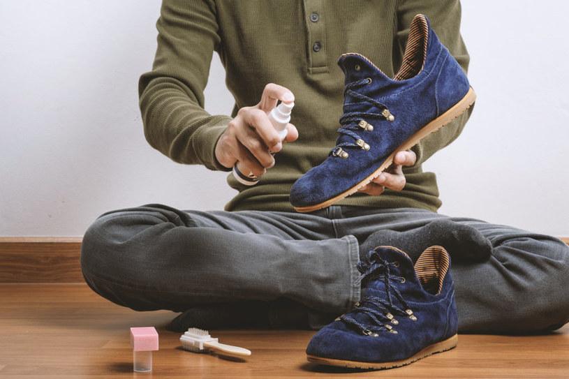 Zamszowe buty są eleganckie, ale wymagają szczególnego traktowania /123RF/PICSEL