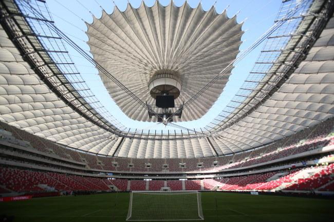 Zamykanie dachu na Stadionie Narodowym /Leszek Szymański /PAP