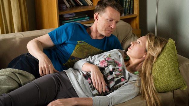 Żaneta zgadza się, by Wojtek został ojcem dziecka innej kobiety /TVN