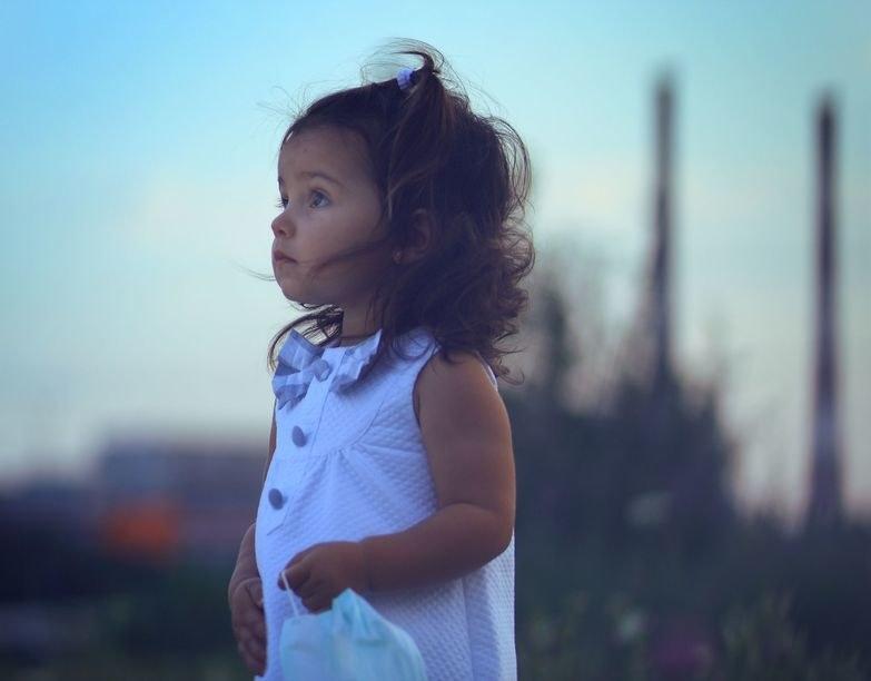 Zanieczyszczenie powietrza może zagrażać zdrowiu naszych dzieci /123RF/PICSEL
