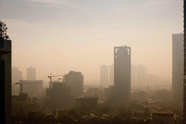 Zanieczyszczenie powietrza w 2014 roku spowodowało około 2700 przedwczesnych zgonów warszawiaków /123RF/PICSEL