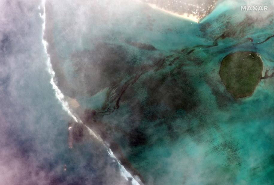 Zanieczyszczenie widoczne na zdjęciu satelitarnym /MAXAR TECHNOLOGIES / HANDOUT /PAP/EPA