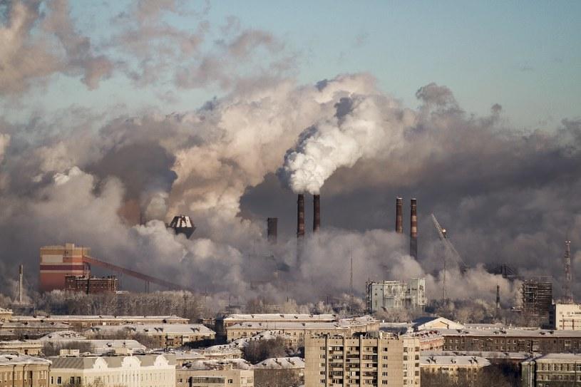 Zanieczyszczone powietrze /© Photogenica