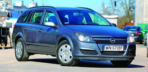 Zanim sfotografujesz samochód, pamiętaj: najlepiej wypadnie on w takim kadrze jak na zdjęciu wyżej. /Motor
