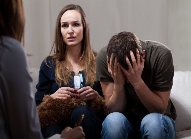 Zanim zdecydujesz się na terapię farmakologiczną skorzystaj z usług psychologa /123RF/PICSEL