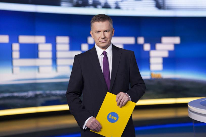 """Zanim został prowadzącym """"Fakty"""", Grzegorz Kajdanowicz przez 12 lat jako reporter relacjonował wydarzenia polityczne /Krzysztof Dubiel /TVN"""
