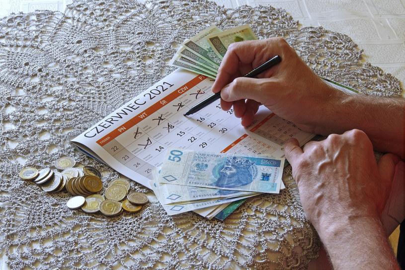 """Zaniżone """"czerwcowe emerytury"""" wciąż stanowią problem. Prcedowana nowelizacja prawa ma go rozwiązać /Marek Bazak /East News"""