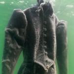 Zanurzyła suknię w morzu. Powstało z niej coś przepięknego!