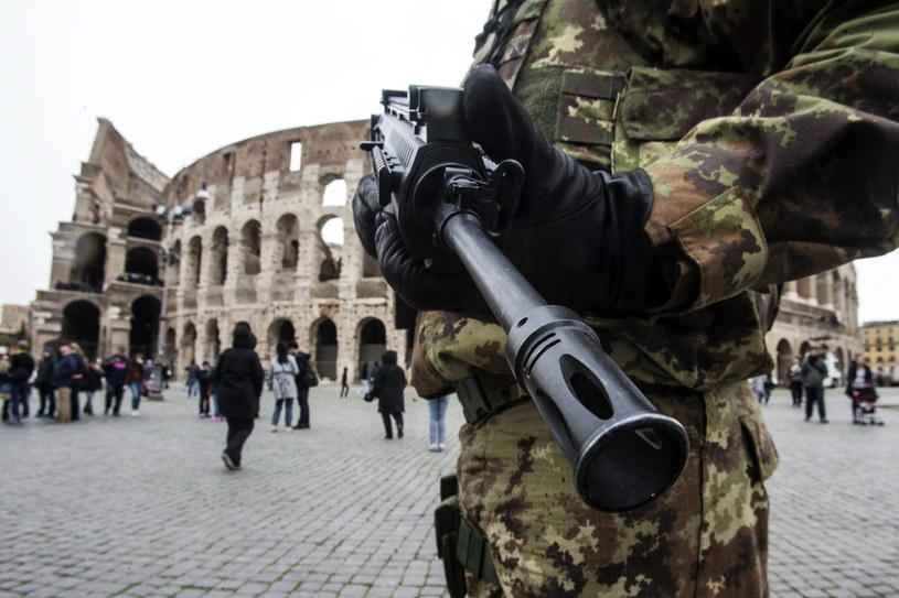 Zaostrzone środki bezpieczeństwa w centrum Rzymu /PAP/EPA