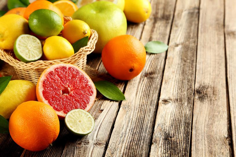 Zapach owoców cytrusowych jest dla moli drażniący /123RF/PICSEL