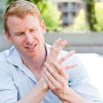 Zapalenie stawów: Przyczyny, objawy i leczenie