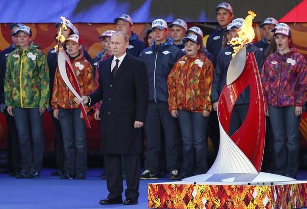 Zapalili olimpijski znicz... zapalniczką