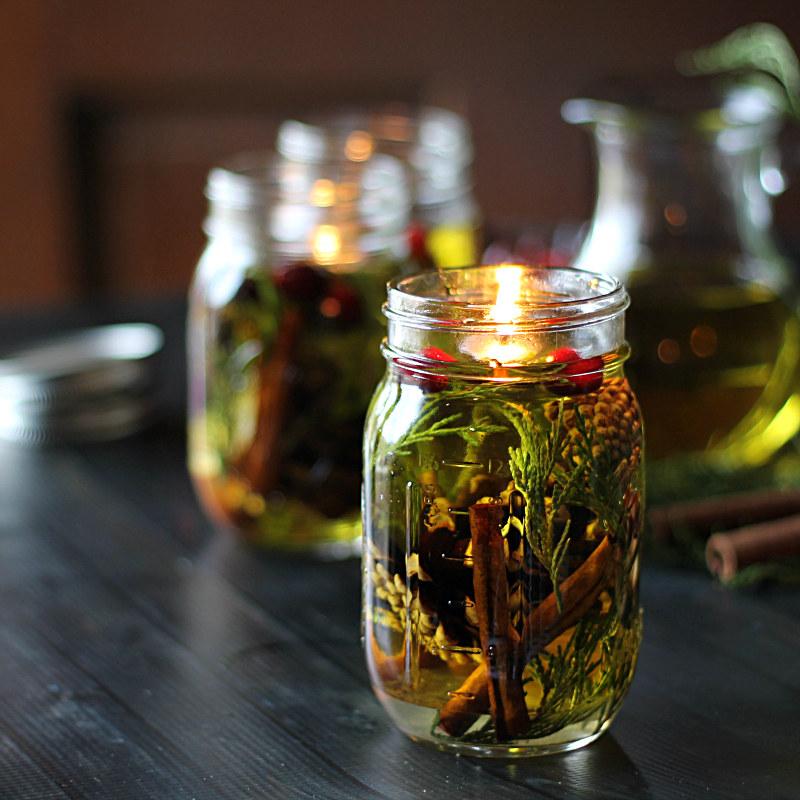 zapalona świeca oliwna /© Photogenica