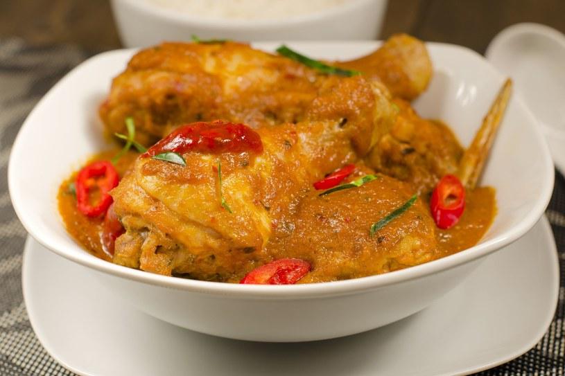 Zapiekanka z kurczakiem i curry /123RF/PICSEL