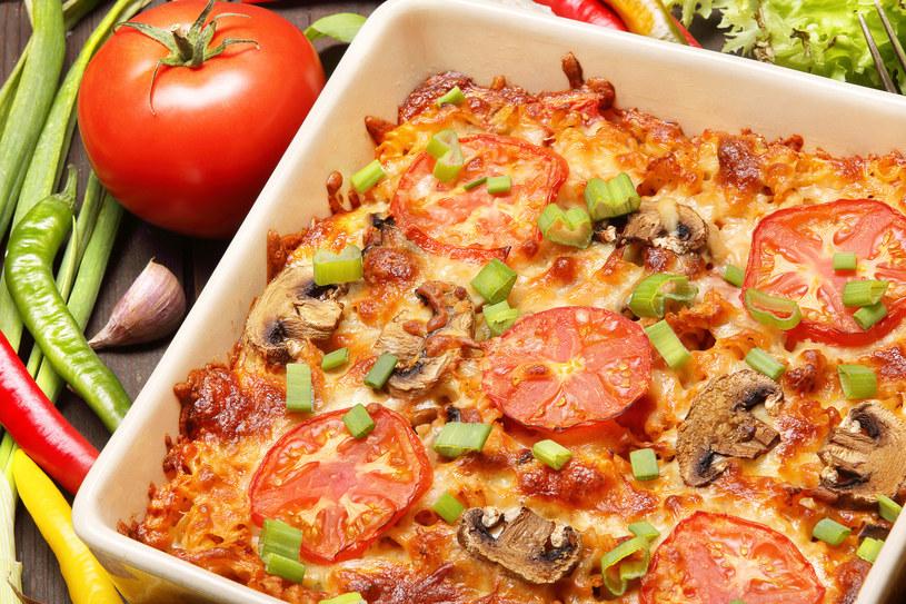 Zapiekanka z pomidorami /123RF/PICSEL