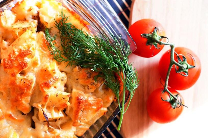 Zapiekanka z ziemniakami i pomidorami /123RF/PICSEL