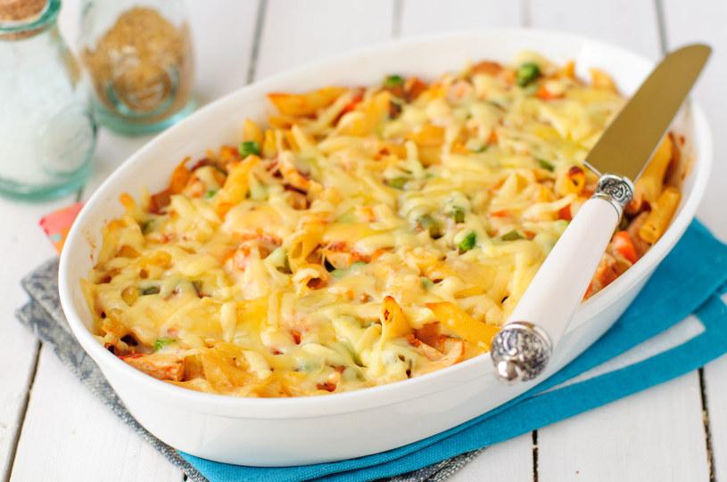 Zapiekanki to uniwersalne dania, które możesz przygotować z tego, co akurat masz w lodówce /123RF/PICSEL