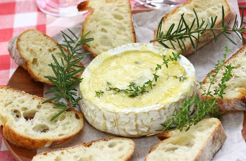 Zapiekany camembert /123RF/PICSEL
