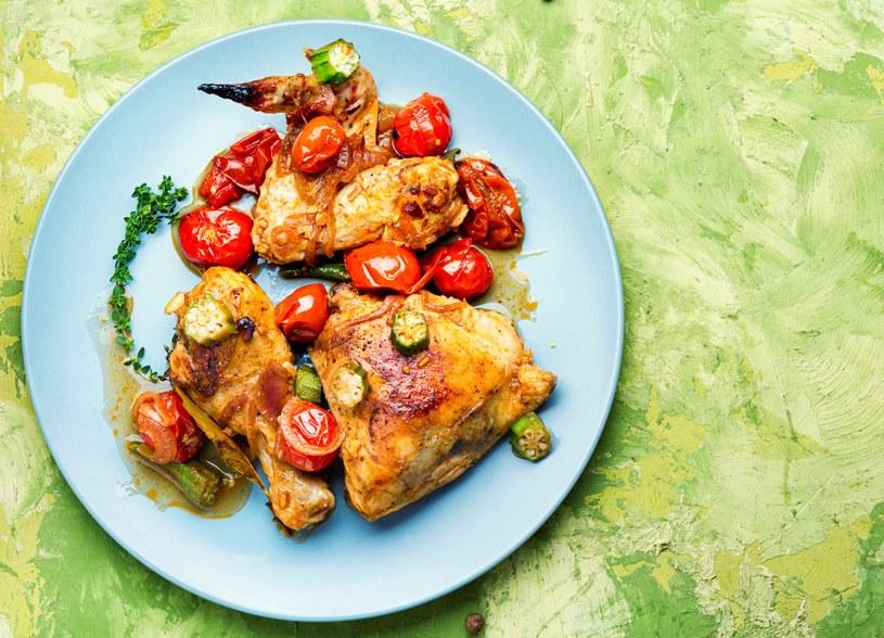 Zapiekany kurczak z warzywami /123RF/PICSEL