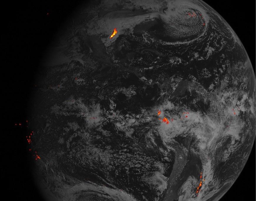 Zapis wyładowań na półkuli zachodniej z jednej godziny 14 lutego 2016 roku /NOAA/NASA /materiały prasowe