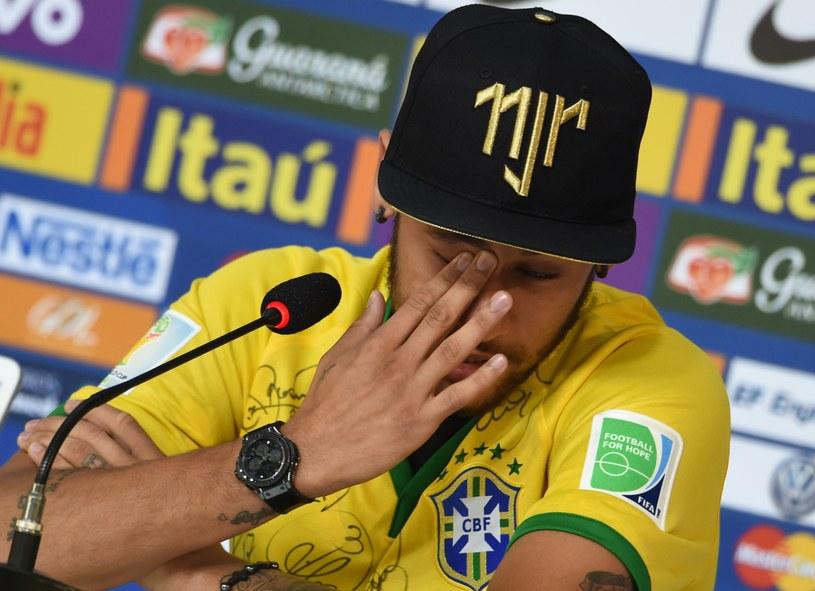 Zapłakany Neymar na spotkaniu z dziennikarzami /AFP