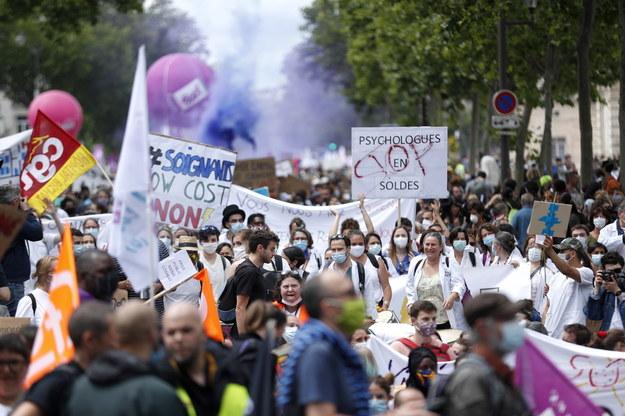 Zaplanowano 220 wieców w ramach narodowego dnia protestu zorganizowanego przez działaczy ze związków zawodowych /YOAN VALAT  /PAP/EPA
