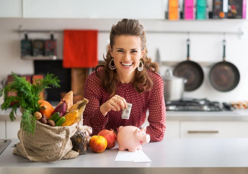 Zaplanuj z wyprzedzeniem kilka posiłków i kup potrzebne składniki /123RF/PICSEL