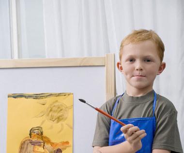 Zapomnij o lodówce: 7 nowych sposobów na wystawienie prac dzieci