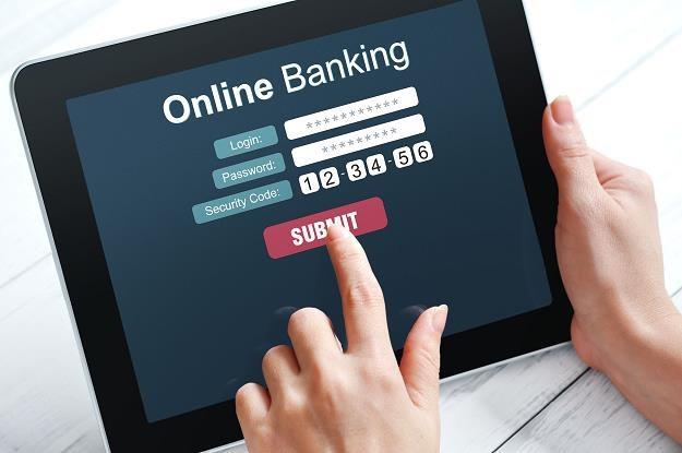 Zapomnij o płaceniu kartą. Zmuszą cię do aplikacji... /©123RF/PICSEL