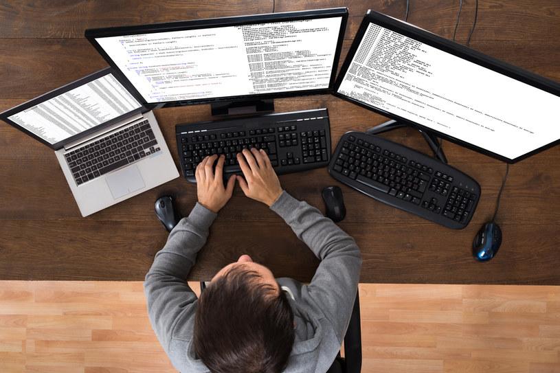 Zapotrzebowanie na wykwalifikowanych programistów wzrasta coraz bardziej /123RF/PICSEL