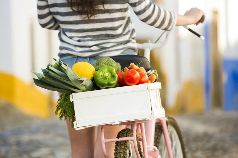 Zapraszając warzywa do jadłospisu, redukujemy automatycznie ilość zjadanych węglowodanów /123RF/PICSEL